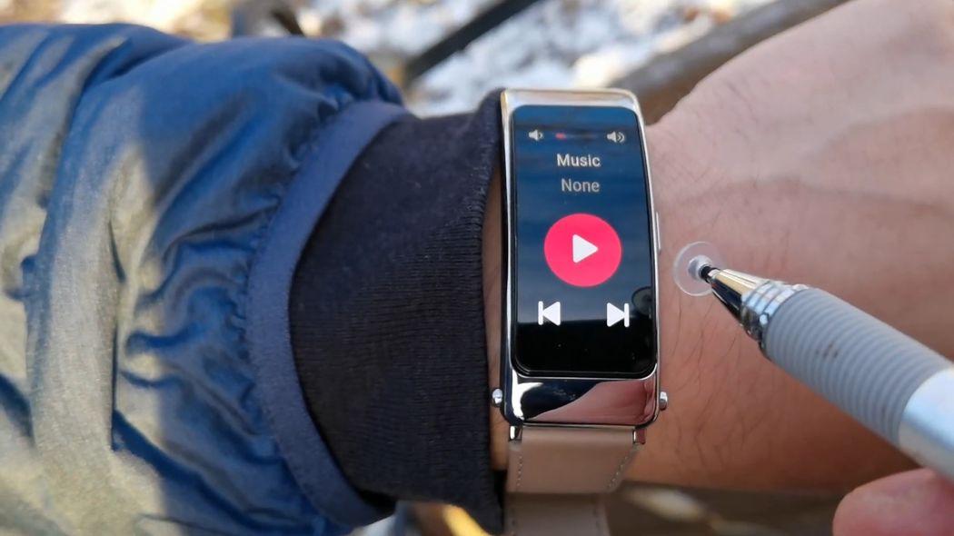 Huawei Talkband B6: уникальный умный браслет