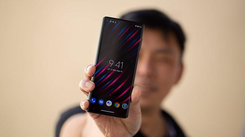 Дизайн и качество сборки Motorola Edge