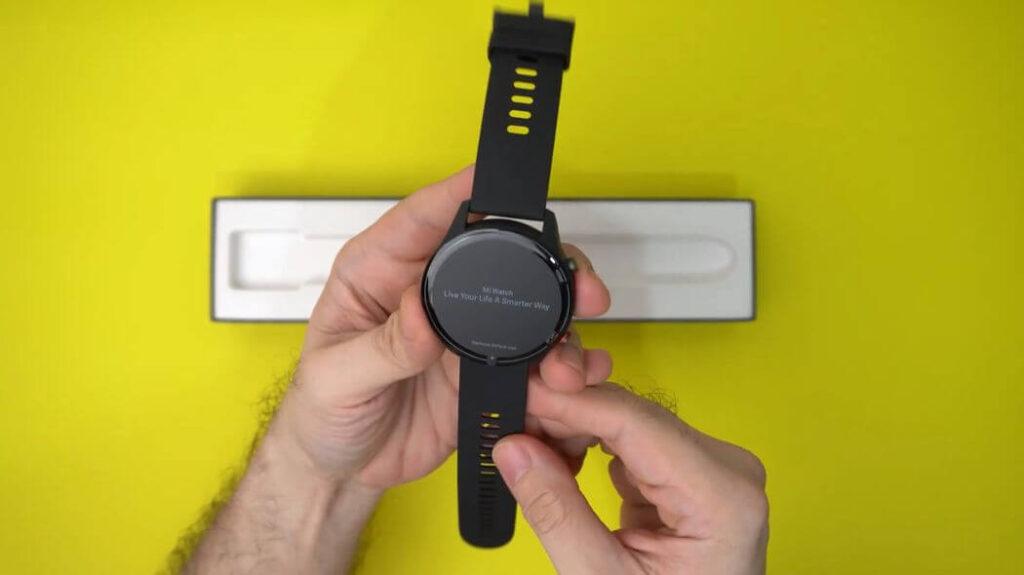 Xiaomi Mi Watch: Распаковка и комплектация - вид сзади