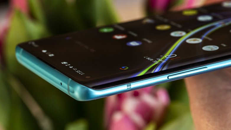 oneplus 8 pro curved display cr2